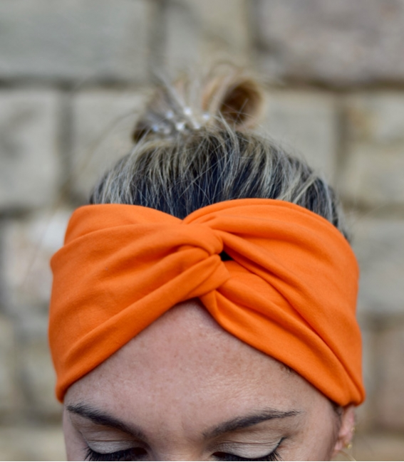 Feathers head scarf